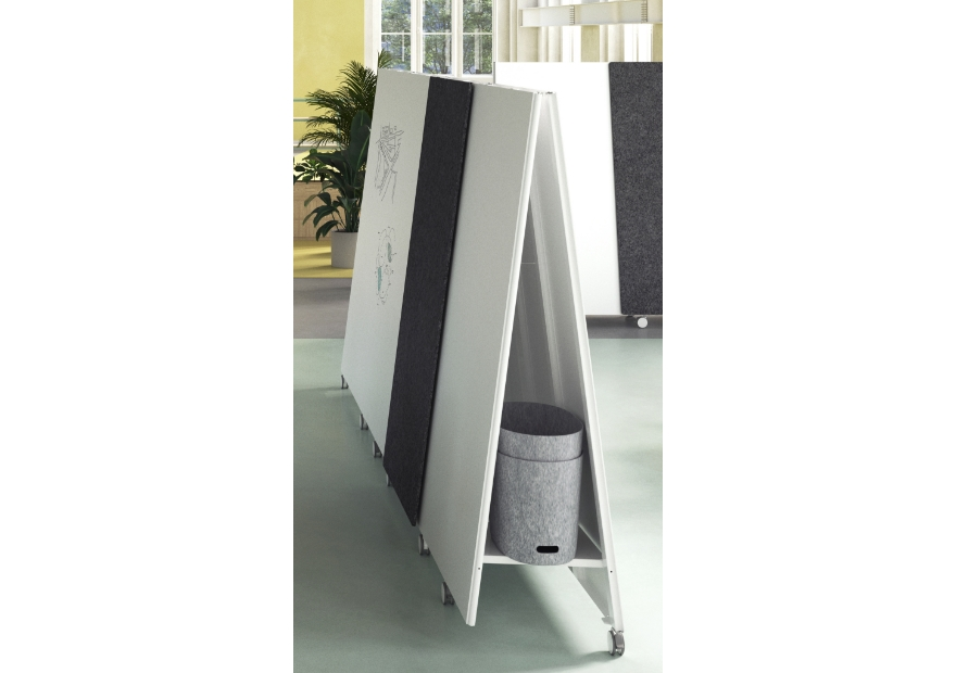 Straight Moving Wall_Moving Stool_1_ 880x620