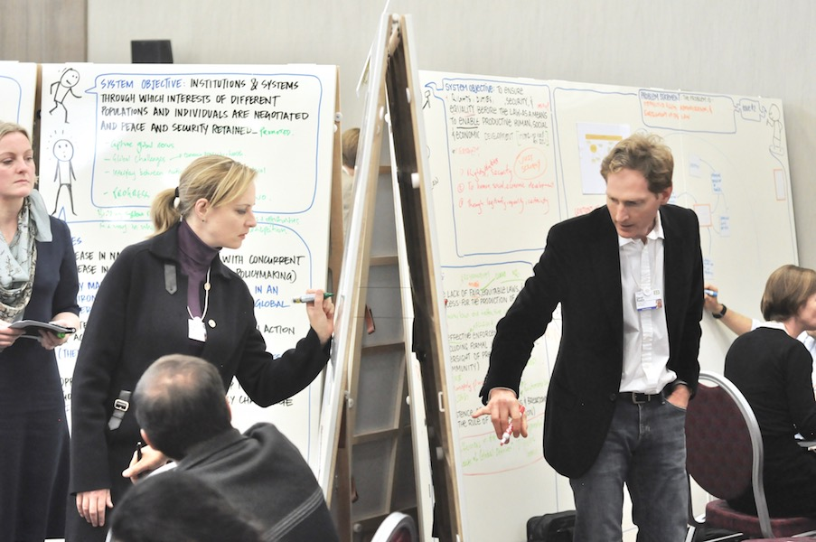 design-thinking-workshop-und-brainstorming-mit-agilen-whiteboards-von-moving-walls